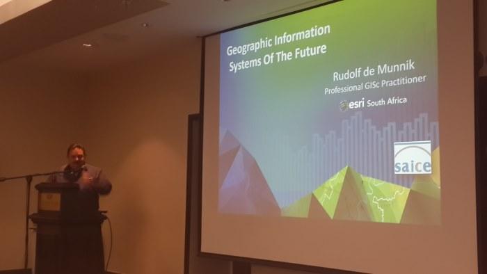 Rudolf de Munnik presenting 'Geographic Information Systems of the Future'
